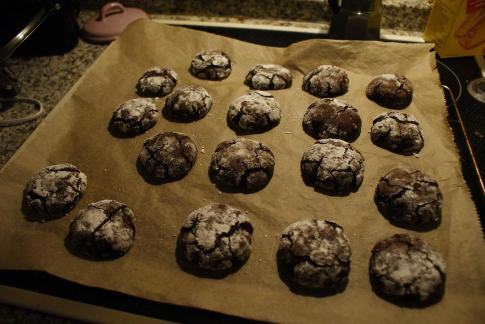 Aufgebrochene Schokoladenkekse fertig