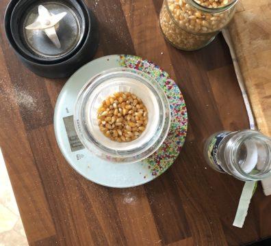 Glutenfreie Mehle selbst herstellen - Mais vor dem Mahlen